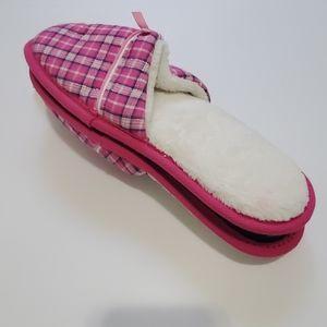 NWT Victoria Secret slippers. Size M